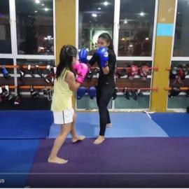 Boxing lesson my daughter @kotokocheok sparring with Einna Iskandar